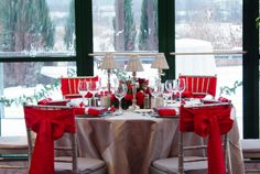 Love the pristine beauty of this wedding winter wonderland.