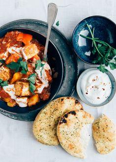 Curry's, wij houden er van! Daarom een fijn lijstje met 5 vegetarische curry recepten. Superlekker en heel erg makkelijk om te maken. Vegetarian Curry, Vegetarian Recipes, Cooking Recipes, Healthy Recipes, Grilled Vegetables, Veggies, Chicken Masala, Indian Dishes, 20 Min