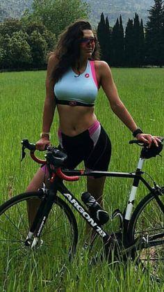 Cycling Girls, Cycling Wear, Bicycle Girl, Bike, Mountain Biking Women, Female Cyclist, Divas, Athletic Women, Triathlon