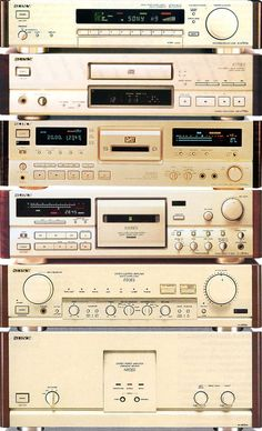 1992 Sony ES / ST-S707ES tuner / CDP-X779ES CD-player / DTC-2000ES DAT-recorder / TC-K909ES cassettedeck / TA-E80ES pre-amplifier / TA-N80ES power amplifier / Japan / champagne rosewood