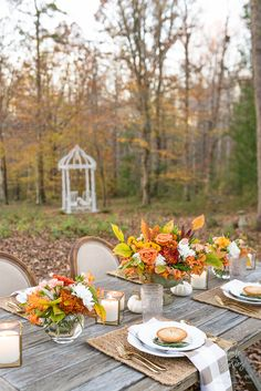 Gorgeous Outdoor Fall Thanksgiving Table Setting Tips Outdoor Dining, Outdoor Tables, Fish Bowl Vases, Gold Lanterns, Thanksgiving Table Settings, Fall Table, Pillar Candles, Decorating Tips, Table Decorations