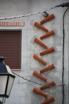 A different rainwater drainpipe - Terrasse Roof Drain, Drain Pipes, Amazing Architecture, Architecture Details, Rain Diverter, Water Catchment, Staff Room, Simple Man, Rainwater Harvesting