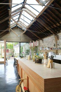 satteldach glas haus london sichtbare dachsparren glas küche