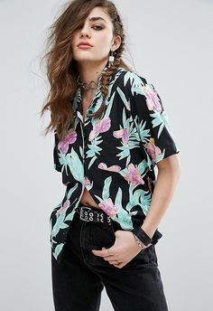 Buy Motel Hawaiian Style Shirt In Floral Print at ASOS. Get the latest trends with ASOS now. Floral Shirt Outfit, Floral Dress Outfits, Dresses, Outfits Con Camisa, Outfits Mujer, Asos Fashion, Fashion Models, Fashion Outfits, Fashion Beauty