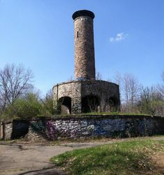 Scott Tower Holyoke MA a great place to make out when I was a kid! Abandoned Buildings, Abandoned Places, Great Places, Places To See, Holyoke Massachusetts, Tower Of Power, Cemetery Statues, Brick And Stone, Haunted Places