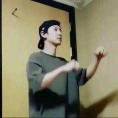 Park Chanyeol Exo, Baekhyun Chanyeol, Kpop Exo, Exo Anime, Exo Songs, Exo Chanbaek, Black Pink Dance Practice, Kpop Memes, Exo Korean