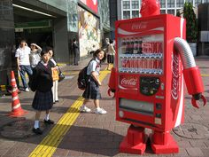 Coca-Cola is about to give thirsty Japanese soda drinkers the Coke, and nothing but the Coke. Dubbed 'Coca-Cola Zero Free', the new addition to Coca-Cola Japan's lineup will be marketed as an adult health drink. Coca Cola, Street Marketing, Guerrilla Marketing, Content Marketing, Vending Machines In Japan, Marshmello Wallpapers, Coke Machine, New Energy, Nihon