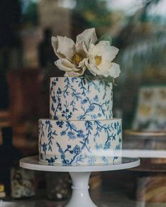 37 Eye-Catching Unique Wedding Cakes - Wedding Cake Chinoiserie inspired, topped off with the good old magnolias #weddingcake #weddingcakes