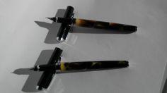 AIRBRUSH Penne stilografiche effetto fiamme fotografate su diversa superficie