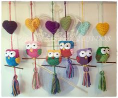 Lechuzas/Buhos Tejidos al crochet. Pedios por mayor y menor. Seguinos en Facebook Crochet Baby Mobiles, Crochet Owls, Love Crochet, Crochet Motif, Crochet Animals, Crochet Designs, Crochet Patterns, Owl Crafts, Yarn Crafts