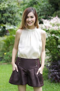 Fleur Linen Silk Sleeveless Blouse perfect fit with Cocoa Pleats Shorts and fits easily with many of your design.
