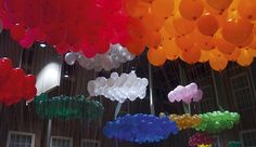 Nice balloons, but even cooler is that they're placed with a purpose. Willem Besselink organizes data with real-life objects. These represent the amount of visitors to different venues at the Museum het Prinsenhof in Delft.