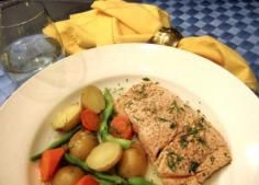 Poached Salmon with Potatoes, Carrots and Green Beans Salmon Potato, Carrots And Green Beans, Poached Salmon, Poultry, Seafood, Potatoes, Meat, Chicken, Recipes