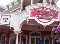 Pros & cons of all Magic Kingdom restaurants - Includes ratings and links to menus