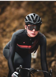 Cycling Jacket Mens, Cycling Outfit, Winter Cycling, Cycling Girls, Bicycle Girl, Bike Style, Sports Photos, Sport Girl, Riding Helmets