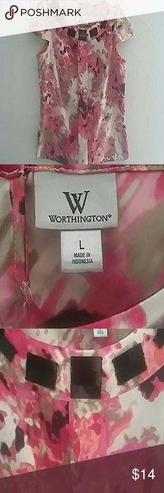 Worthington blouse Worthington blouse would be great addition for any wardrobe.. colors tan, cremes, pink,black.. cap sleeve Worthington Tops Blouses