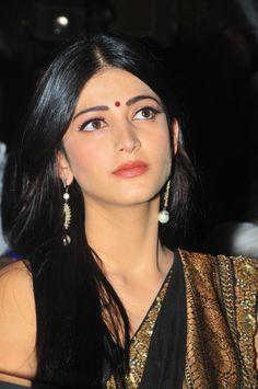 Shruti Haasan   Shruti Hassan in Saree Stills