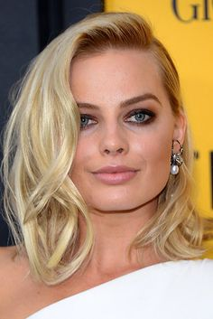 Margot Robbie Robbie gained critical praise and nominations for the BAFTA Award and Academy Award for Best Actress for portraying the disgraced figure skater Tonya Harding in the biopic I, Tonya Actriz Margot Robbie, Margot Elise Robbie, Margo Robbie, Celebrity Eyebrows, Covergirl, Pretty Woman, My Hair, Hair Makeup, Sexy Makeup
