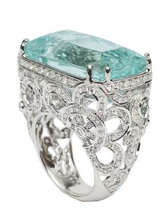 An aquamarine diamond ring 18 ct. white gold, marked.
