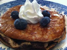Living Healthy College Style (Low-Cal, Protein-Packed, Gluten-Free, Flourless Banana Pancakes!)