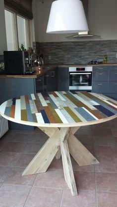 Ronde tafel met kruispoot van sloophout, ZELF kleur kiezen bij Krekt op Maat