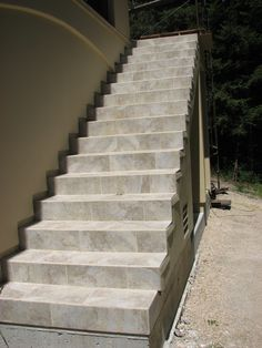Tiled Staircase, Tile Stairs, Staircase Ideas, Staircase Design, Stair  Design, Staircases, Kitchen Floors, Kitchen Tiles, Basement Steps