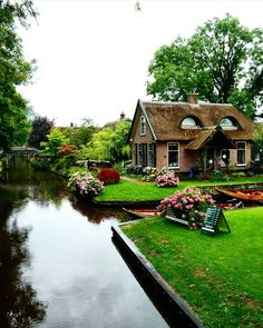 Beautiful Home Gardens, Beautiful Homes, Beautiful Places, Cabins And Cottages, Beach Cottages, Places Around The World, Around The Worlds, Places To Travel, Places To Go