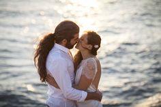 Lilit & Razmig, un shooting d'inspiration Seaside | Garance & Vanessa photographe mariage, portrait, événement #garanceetvanessa #mariage #shootingdinspiration #photographedemariage #mariés #couple #wedding #weddingphotographer #seaside  #couple  #kiss  #sea #maisonfloret