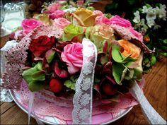 """bloementaart met als thema """"zoete bloemen"""" gemaakt voor expositie """"limburgs feest met zoete bloemen """" in de oude stroopfabriek te Borgloon"""