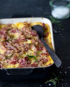 """Italialaisten """"perunamuusi"""" on ihana lohturuoka tähän pimeään vuodenaikaan Polenta, Cooking Recipes, Healthy Recipes, Healthy Food, Tasty, Yummy Food, Love Food, Side Dishes, Bacon"""