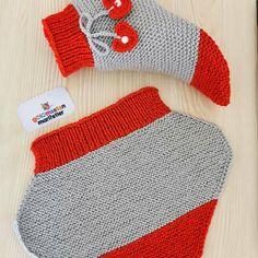Kirmizi Ve Grinin Muhtesem Uyumu ❤️ Beğe Tejer - Crochet Slippers - knittingo Baby Hats Knitting, Baby Knitting Patterns, Knitting Socks, Crochet Patterns, Easy Crochet Socks, Booties Crochet, Knitted Slippers, Knitted Hats, Crochet Bedspread Pattern