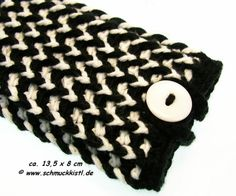 Handytasche schwarz weiß gehäkelt - geeignet für iPhone, Samsung Galaxy und andere Smartphones von www.Schmuckkistl.de auf DaWanda.com