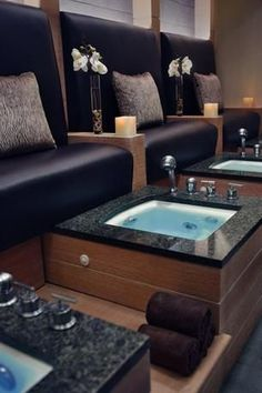 Hotel Deal Checker finds Trump International Hotel & Tower Chicago deals on all the top travel stites at once. Best Price Guarantee on Trump International Hotel & Tower Chicago at Hotel Deal Checker. Nail Salon And Spa, Nail Salon Design, Nail Salon Decor, Hair Salon Interior, Spa Interior, Beauty Salon Decor, Salon Interior Design, Beauty Salon Design, Pedicure Station