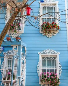 💫Traditional Turkish Houses - Kuzguncuk,İstanbul By gokhan. Naher Osten, Garden Windows, Fabric Backdrop, Windows And Doors, Old Houses, Decoration, Beautiful Places, Amazing Places, Diy And Crafts