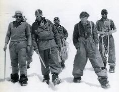 Charles Evans, Edmund Hillary, Tenzing Norgay, Tom Bourdillion and George Band after the 1953 Mt Everest ascent in Nepal. Mountain Climbing, Rock Climbing, Photo Vintage, Vintage Photos, Vintage Ski, Monte Everest, Thing 1, Top Of The World, Geography
