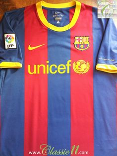 Vintage Nike Barcelona replica home football shirt from the 2010/2011 season. Condition of this vintage shirt is 9/10 – Superb, few tiny bobbles.