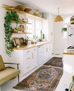 15 Awesome Bohemian Kitchen Design Ideas For Comfortable Cooking – All For Decoration Bohemian Kitchen Decor, Home Decor Kitchen, Kitchen Furniture, New Kitchen, Kitchen Ideas, 1970s Kitchen, Kitchen Decorations, Kitchen Plants, Furniture Cleaning