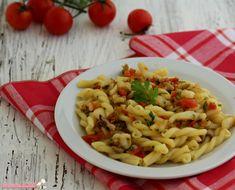 Pasta con seppie olive e capperi, ricetta primo piatto di pesce spaghetti saporiti per una ricetta veloce e facile da preparare.