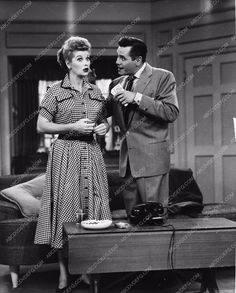 photo Lucille Ball Desi Arnaz TV show I Love Lucy 3200-29
