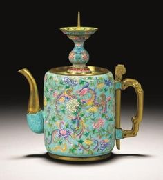 An extremely rare Beijing enamel gold teapot and cover enamelled in the Imperial workshops. It's an eccentric works of art produced during the Yongzheng period. Chocolate Pots, Chocolate Coffee, Yixing Teapot, Teapots Unique, Tea Pot Set, Teapots And Cups, Tea Art, My Tea, China Porcelain