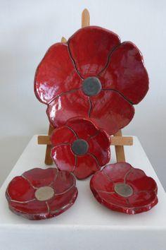https://www.alittlemarket.com/art-ceramique/fr_plat_et_3_coupelles_coquelicot_en_ceramique_raku_-20592736.html