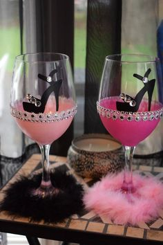 Decorative Bottles : Bling high heel show wine glass Bridal Party glass - Decor Object Glitter Wine Glasses, Diy Wine Glasses, Decorated Wine Glasses, Painted Wine Glasses, Decorated Liquor Bottles, Champagne Glasses, Bride Wine Glass, Wine Glass Crafts, Diy Party Decorations
