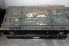 Mala com os pertences dos holandeses que chegaram ao Brasil no Porto de Santos.