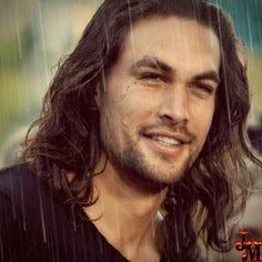 Like the rain effect. Looks good on him. Sexy. When wet Jason Momoa