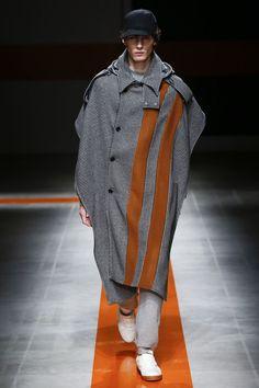 MSGM Fall 2017 Menswear Fashion Show nice coar Latest Mens Fashion, Runway Fashion, Fashion Show, Fashion Design, Fashion Trends, Milan Fashion, Rare Clothing, Mens Fall, Vogue Paris