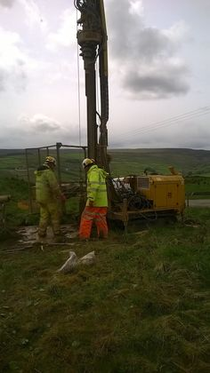Dave Peters and Dave Bain at a ground investigation site in Yorkshire using the Beretta T44 rotary rig. Thanks for the great work guys- just a shame about the weather.