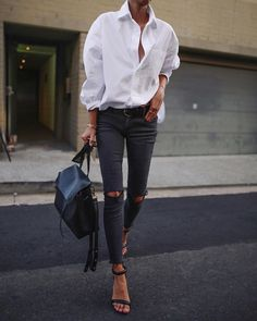 New Black jeans outfits that will inspire your warbrobe. Beloved black jeans outfits are ready for work and play.Casual to girls out new looks Fashion Mode, Look Fashion, Autumn Fashion, Fashion Trends, Prep Fashion, City Fashion, Fashion Tips, Feminine Fashion, Fashion Images