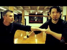 Guro Doug Marcaida demonstrates the uses of the karambit blade. The karambit is an exotic curved blade used in both Indonesian and Filipino martial arts. Knife Fighting Techniques, Self Defense Techniques, Kali Martial Art, Mixed Martial Arts, Self Defense Martial Arts, Martial Arts Weapons, Karambit Knife Tactical, Martial Arts Techniques, Martial