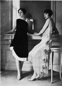 Vintage 1920s. Yummy flowers marching down the side