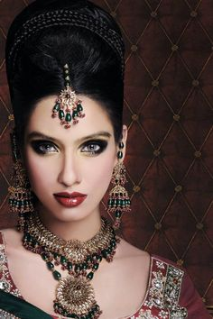 I love the exotic, and delicate, yet ornate look that Indian women adorn themselves.  My inner Girly Girl just loves that women there permitted to be very feminine and detailed in their presentation...I just would not enjoy doing this if required.